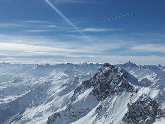 הקצה של ההר ראשית