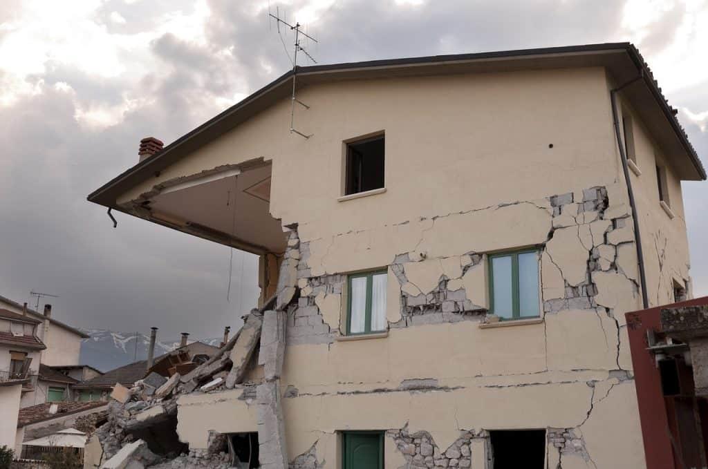 מבנה לאחר רעידה