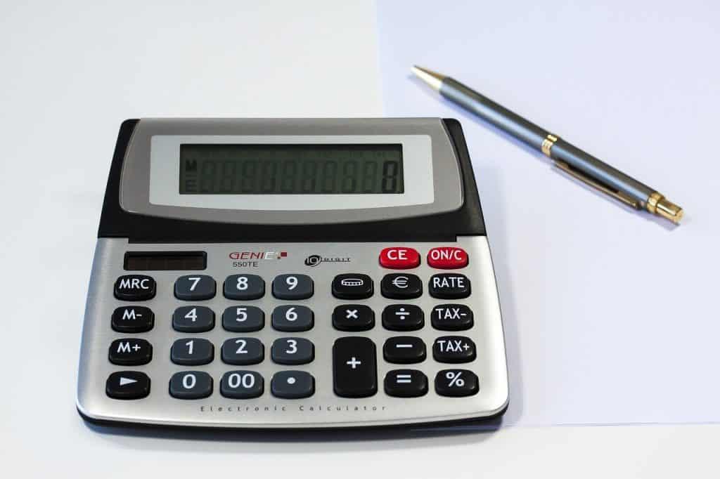 עט ומכשיר חישוב